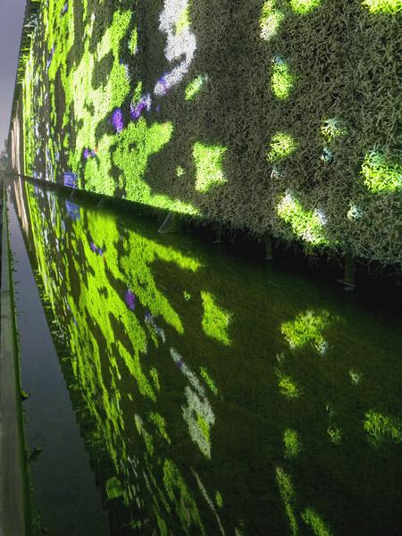 Flow – Videoprojektionen auf eine Gradierwand – Lichtsicht Projektionsbiennale Bad Rothenfelde 2007-2008